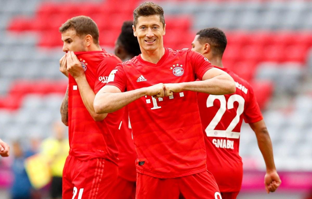 Giành chiến thắng hủy diệt, Bayern tạm bỏ xa Dortmund đến 10 điểm