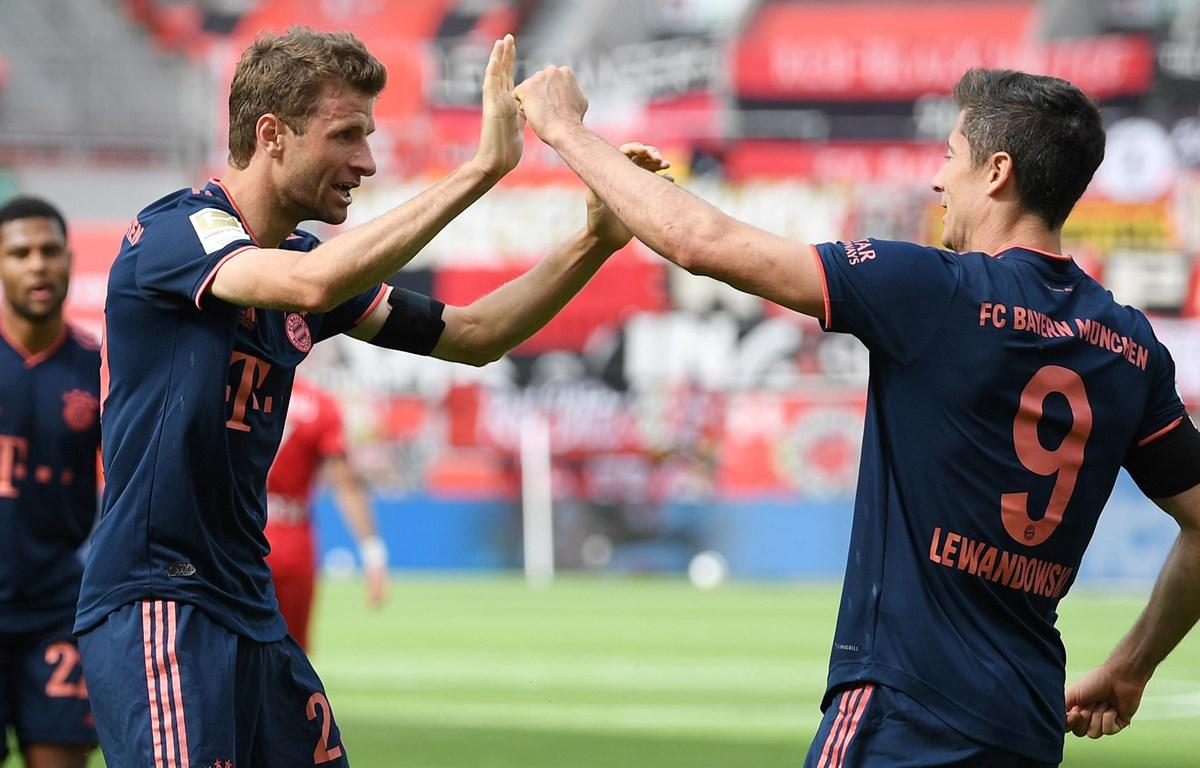 Mueller và Lewandowski tiếp tục góp công giúp Bayern tiến gần hơn với chức vô địch. (Nguồn: Getty Imges)