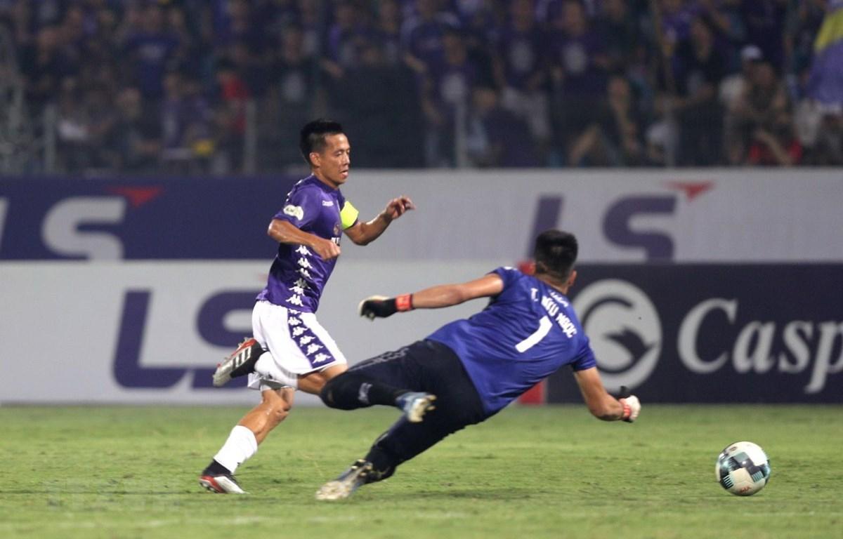 Văn Quyết ghi thắng mở tỷ số cho Hà Nội FC ở phút 24. (Ảnh: Thành Đạt/TTXVN)