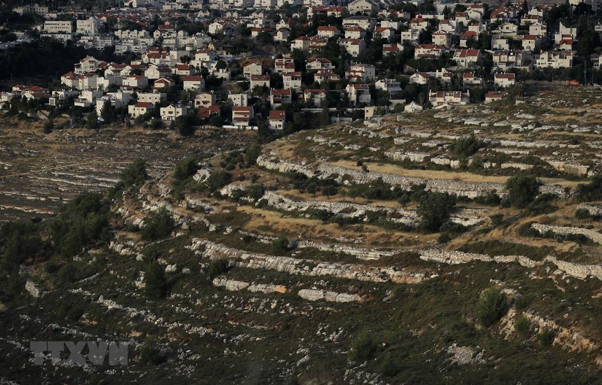 Khu định cư Givat Zeev của Israel ở gần thành phố Ramallah, Bờ Tây ngày 10/6. (Ảnh: AFP/TTXVN)