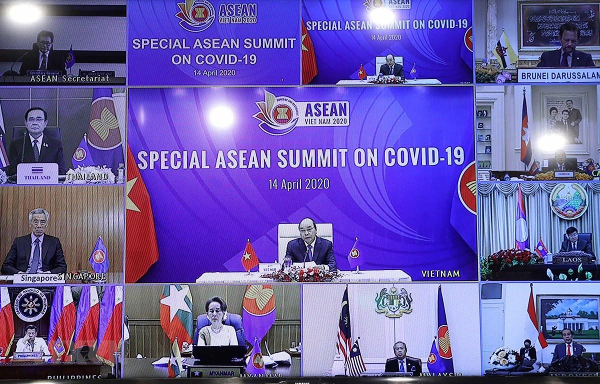 Thủ tướng Nguyễn Xuân Phúc, Chủ tịch ASEAN 2020 chủ trì Hội nghị trực tuyến Cấp cao đặc biệt ASEAN về ứng phó dịch bệnh COVID-19, sáng 14/4. (Ảnh: Thống Nhất/TTXVN)