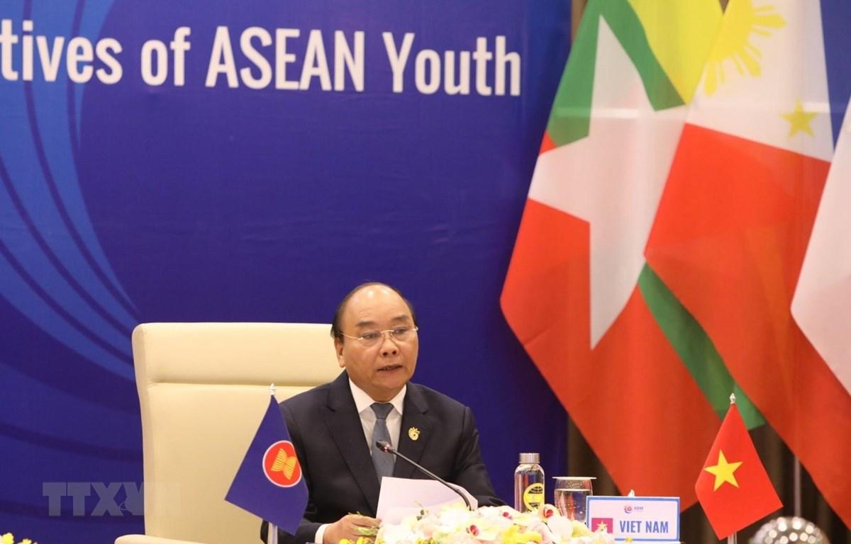 Thủ tướng Nguyễn Xuân Phúc, Chủ tịch ASEAN 2020 phát biểu tại Phiên đối thoại của các Nhà lãnh đạo ASEAN với đại diện Thanh niên ASEAN. (Ảnh: Văn Điệp/TTXVN)