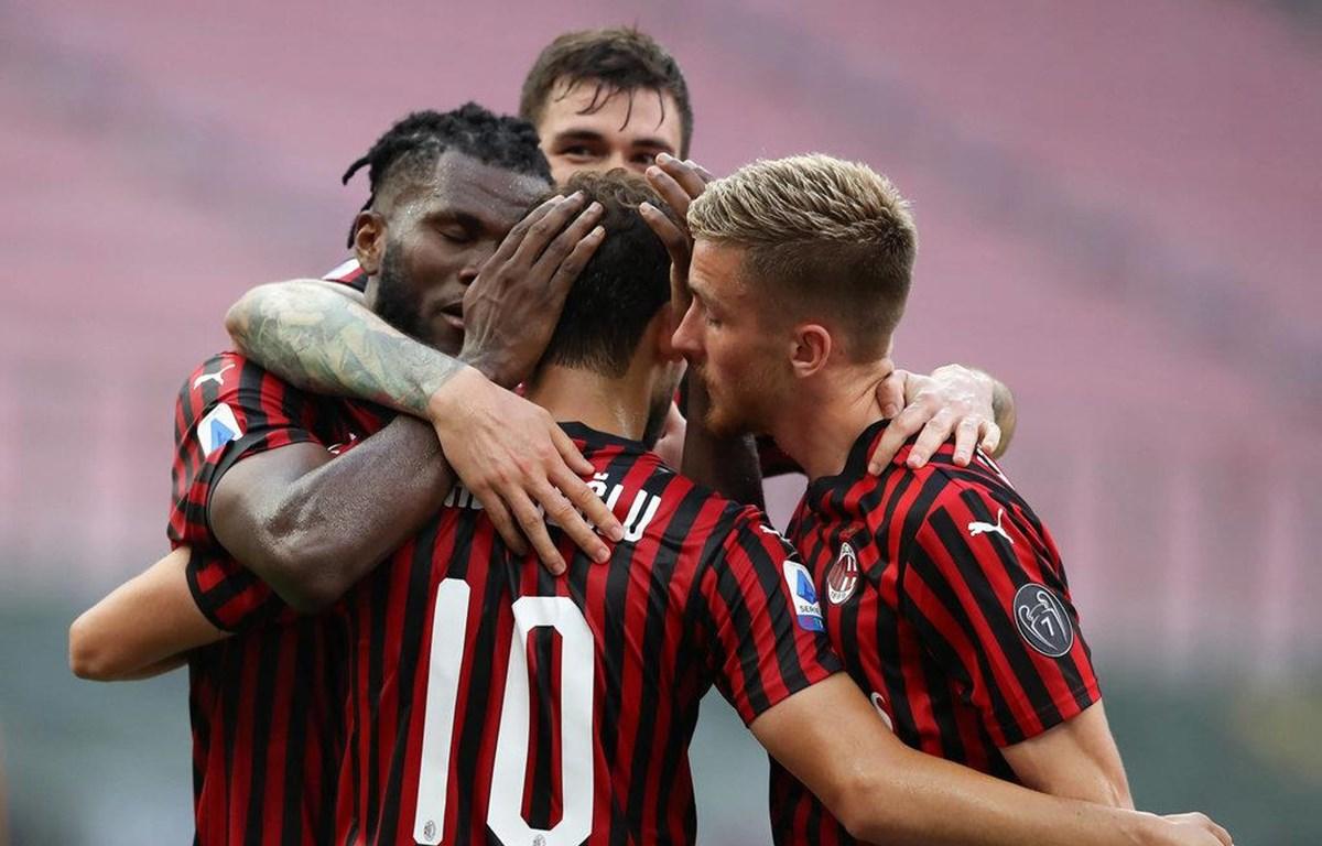 AC Milan ăn mừng chiến thắng trước AS Roma. (Nguồn: sempremilan)