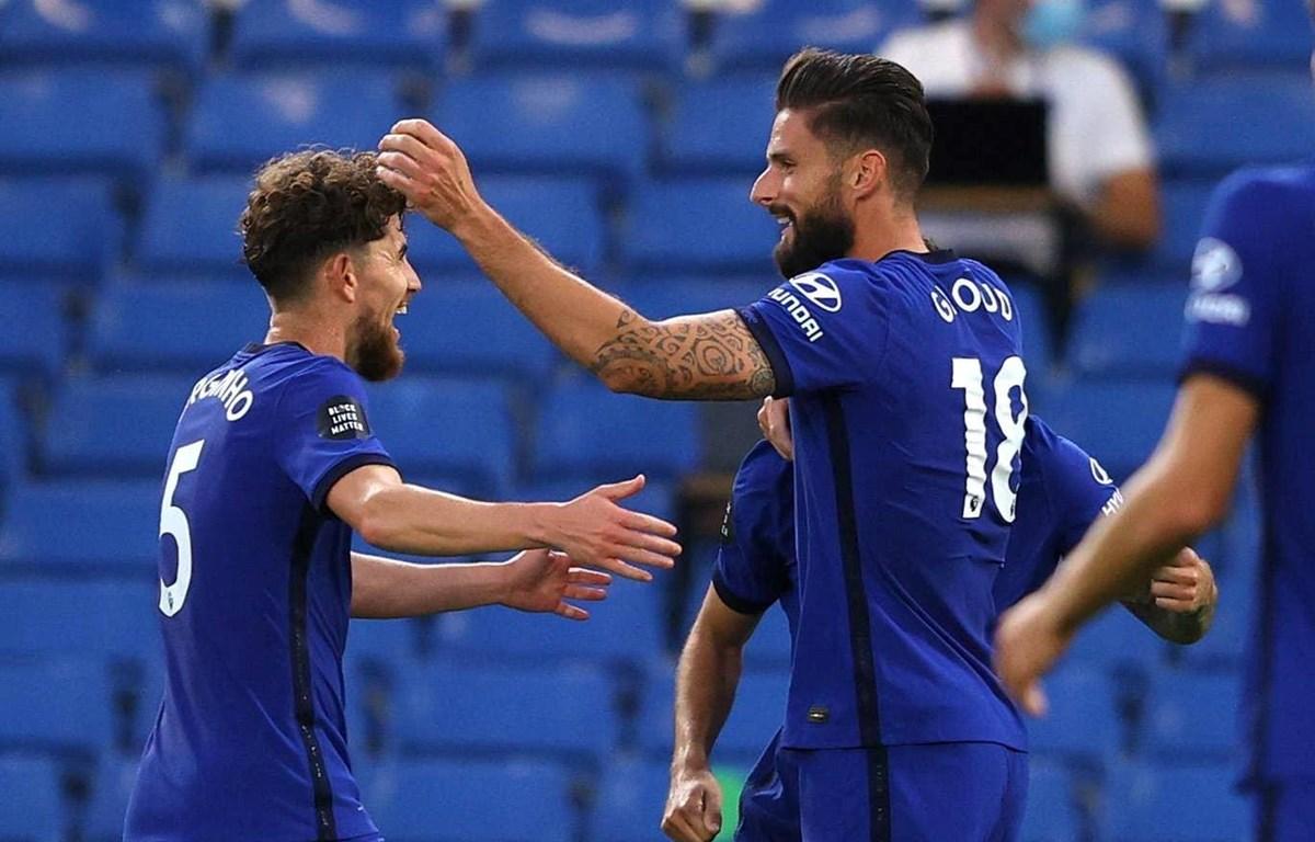 Giroud (phải) mang chiến thắng về cho Chelsea. (Nguồn: Reuters)