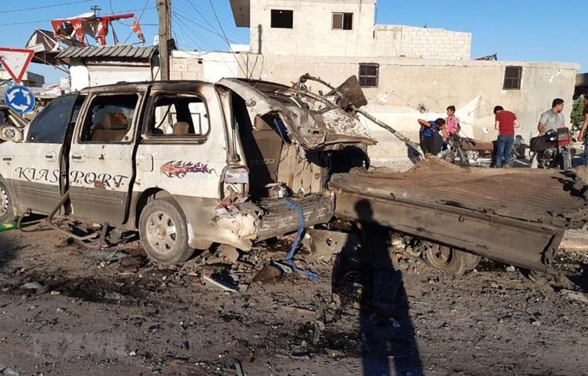 Hiện trường vụ đánh bom xe ở thành phố Azaz, Syria ngày 19/7. (Ảnh: AA/TTXVN)