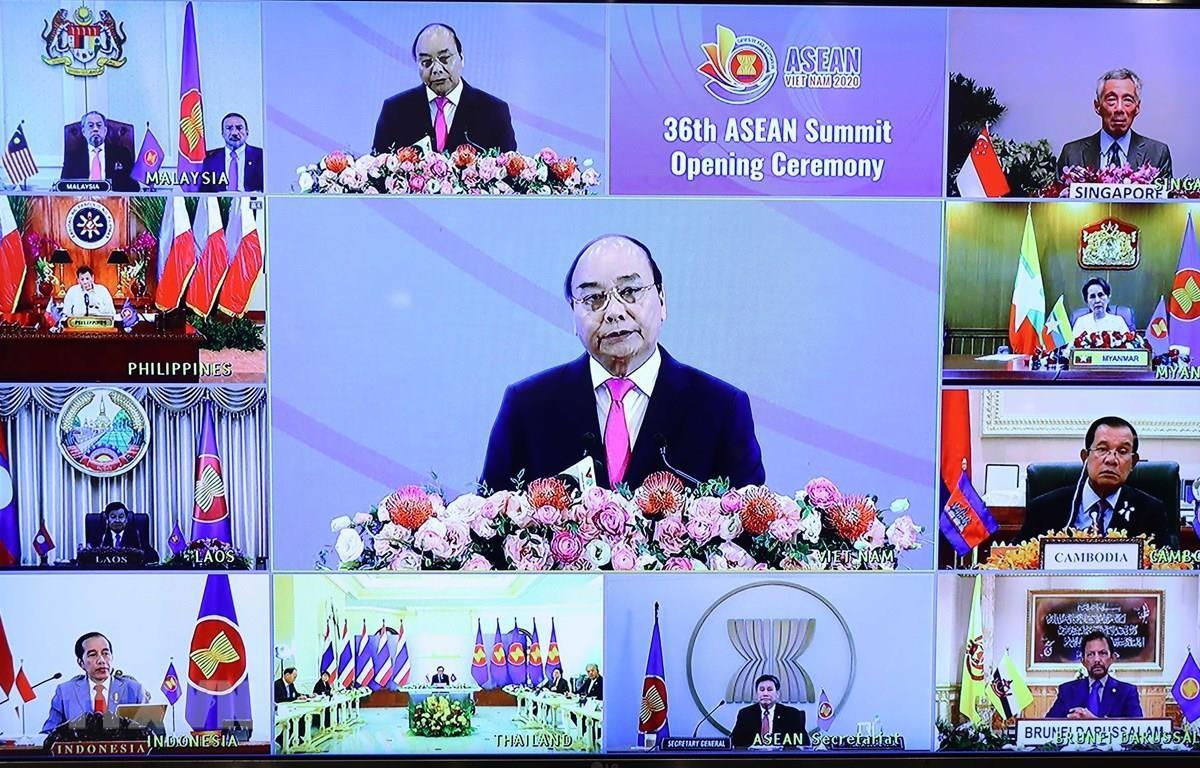 Thủ tướng Nguyễn Xuân Phúc, Chủ tịch ASEAN 2020 phát biểu khai mạc Hội nghị Cấp cao ASEAN lần thứ 36. (Ảnh: Thống Nhất/TTXVN)