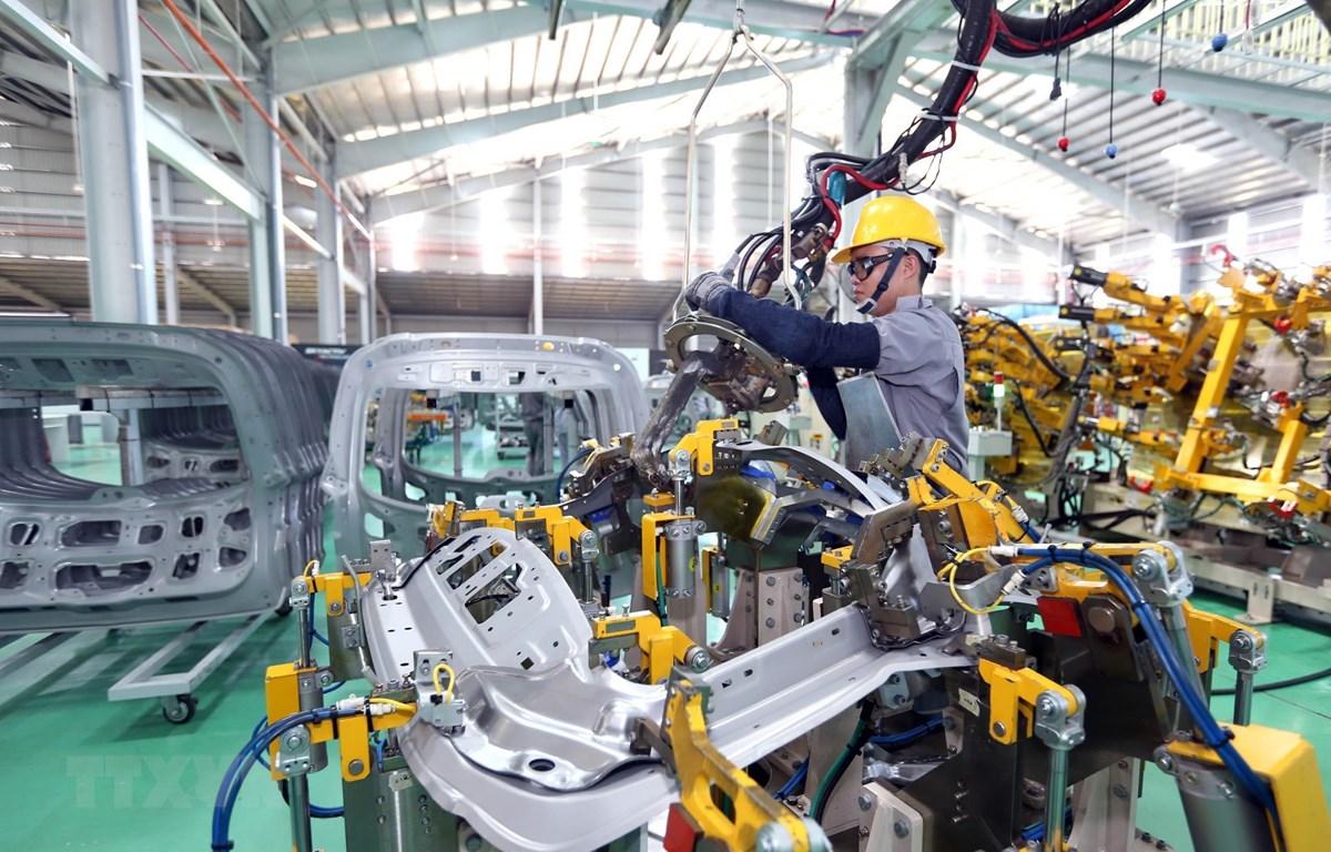 Dây chuyền sản xuất của Công ty TNHH Sản xuất linh kiện thân vỏ ôtô Thaco tại Khu kinh tế mở Chu Lai (Quảng Nam). (Ảnh: Danh Lam/TTXVN)