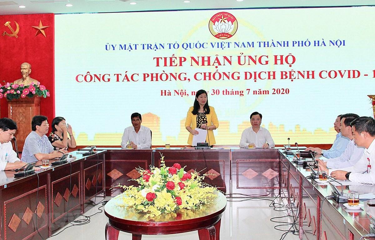 Quang cảnh buổi lễ tiếp nhận nhận ủng hộ phòng, chống dịch COVID-19. (Ảnh: Nguyễn Thắng/TTXVN)