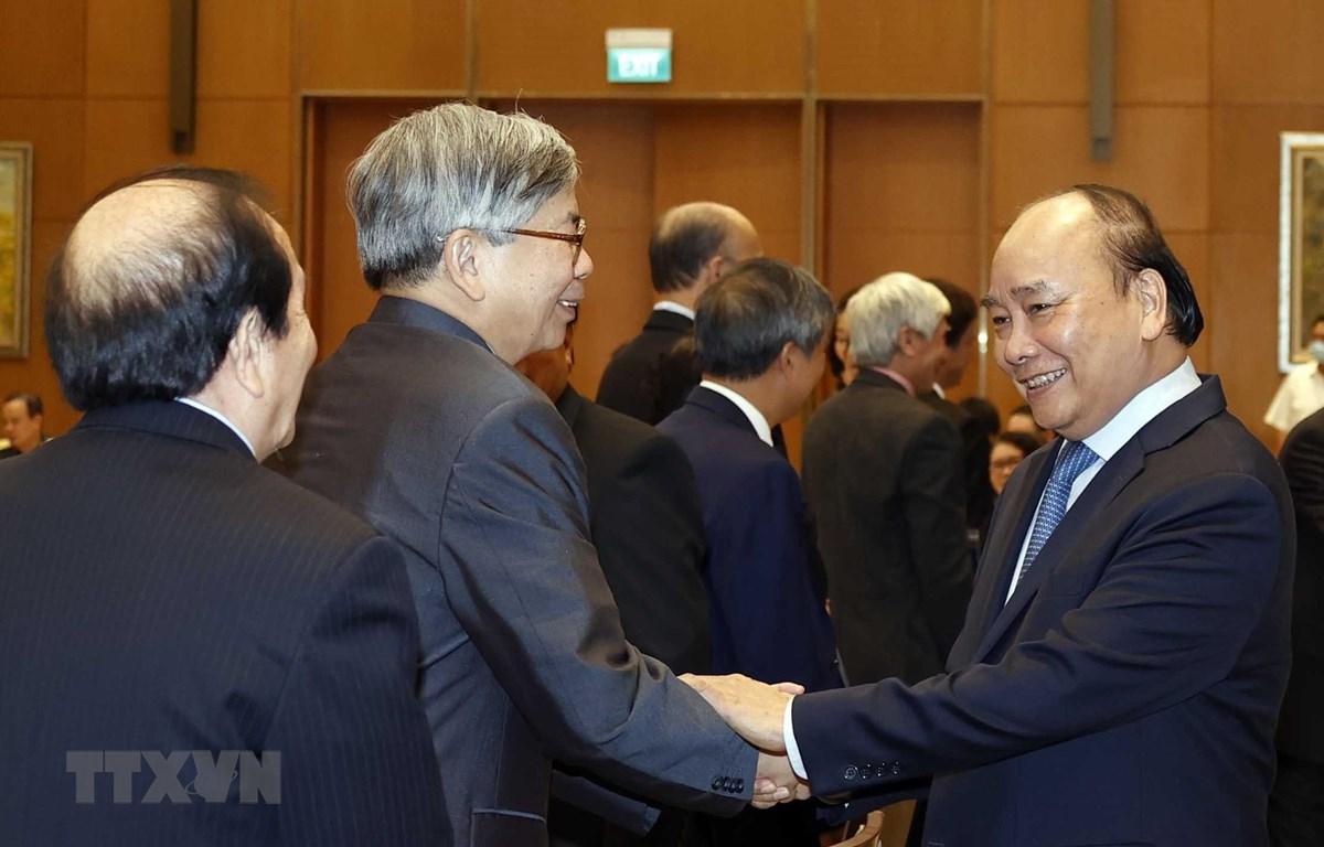 Thủ tướng Nguyễn Xuân Phúc gặp mặt đại biểu trí thức, nhà khoa học, văn nghệ sỹ. (Ảnh: Thống Nhất/TTXVN)