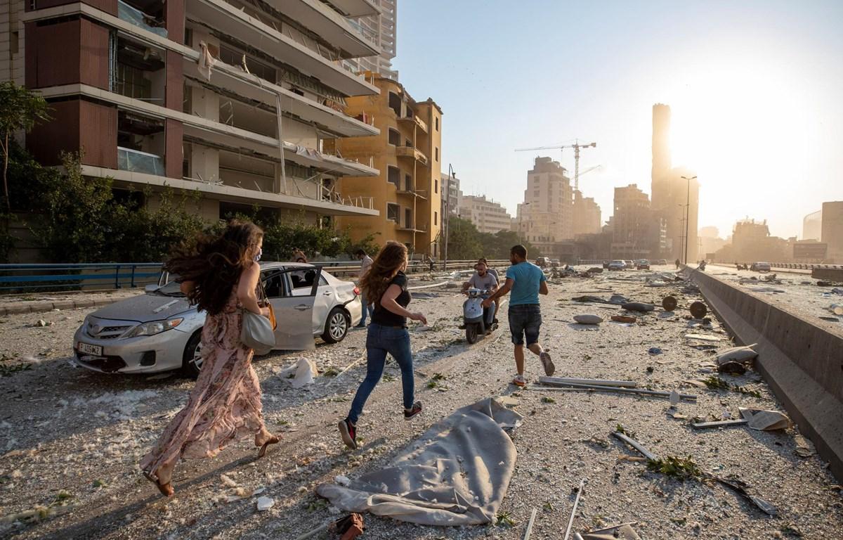 Người dân Liban hoảng sợ sau hai vụ nổ lớn ở Beirut. (Nguồn: AP)