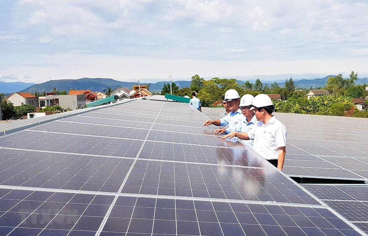 Công trình điện Mặt Trời mái nhà lớn nhất tỉnh Quảng Bình đi vào đóng điện vận hành. (Ảnh: Đức Thọ/TTXVN)