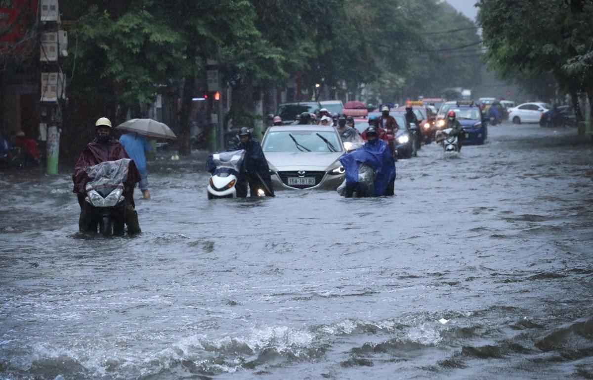 Mưa lớn gây ngập lụt cục bộ tại một số nơi tại Hải Phòng. (Ảnh: Hoàng Ngọc/TTXVN)