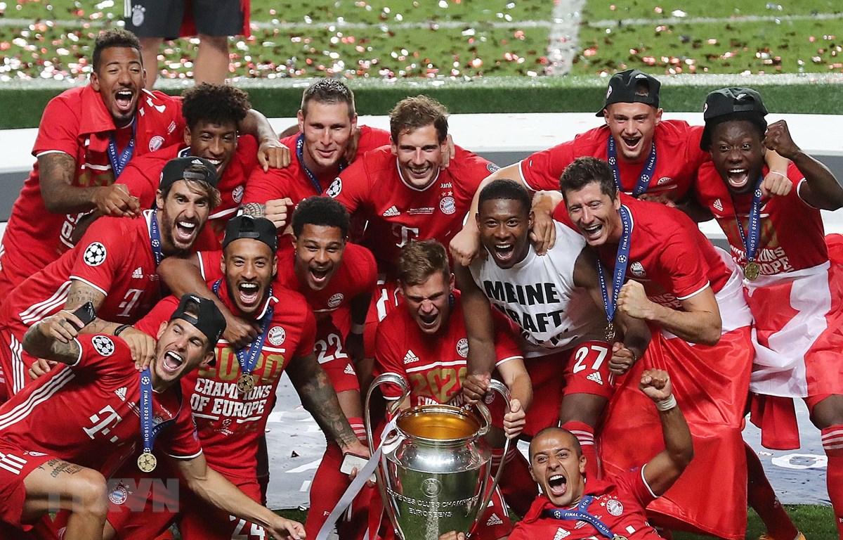 Niềm vui phút đăng quang vô địch UEFA Champions League của các cầu thủ Bayern Munich. (Ảnh: AFP/TTXVN)