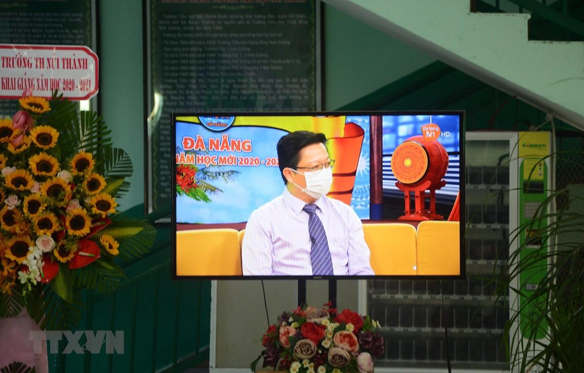 Chương trình Chào năm học mới được phát qua sóng truyền hình.(Ành: Văn Dũng/TTXVN)