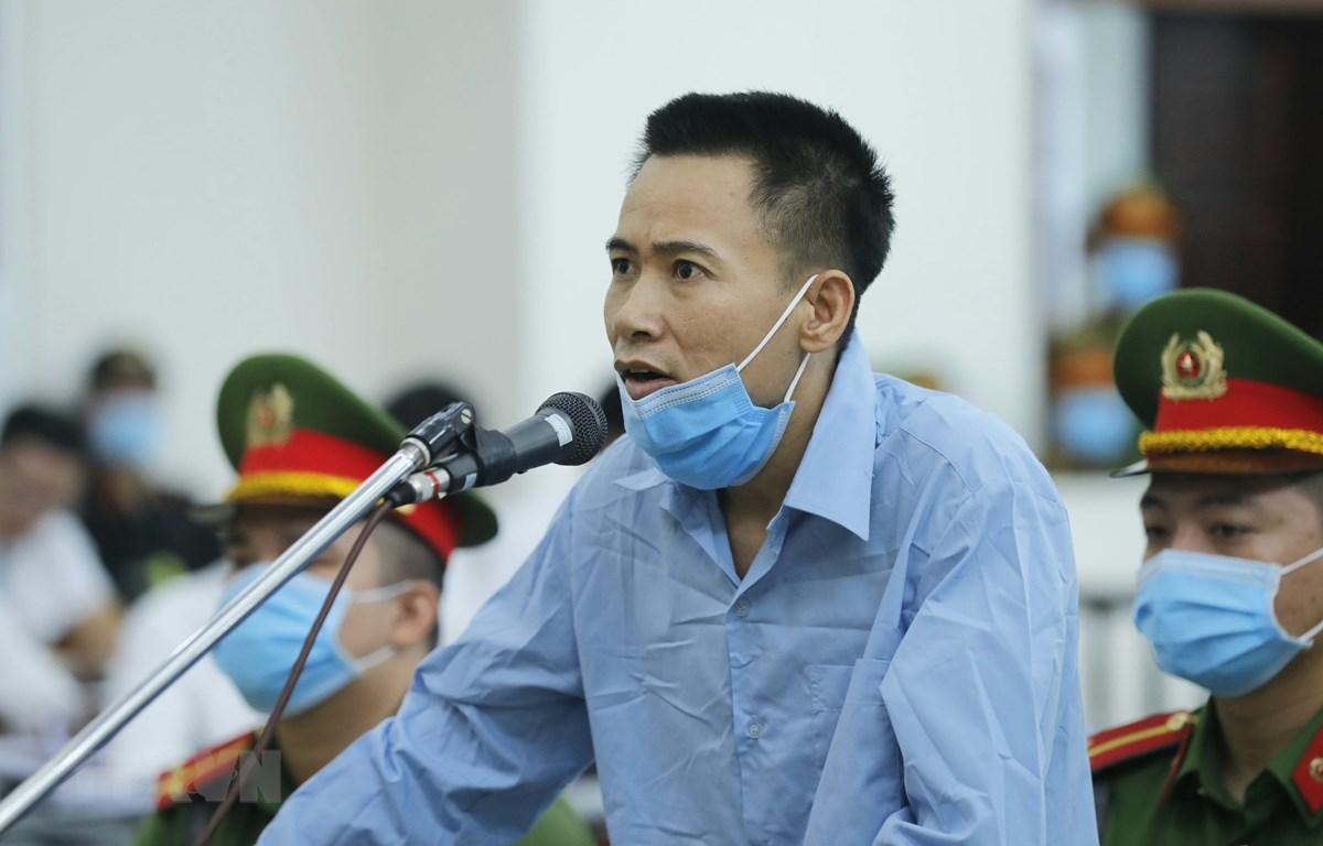 Bị cáo Bùi Văn Tiến khai báo trước Hội đồng xét xử. (Ảnh: Doãn Tấn/TTXVN)