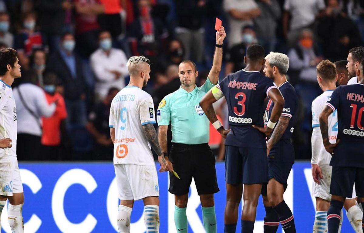 Trọng tài đã phải rút ra 5 thẻ đỏ dành cho cầu thủ của PSG và Marseille. (Nguồn: Getty Images)