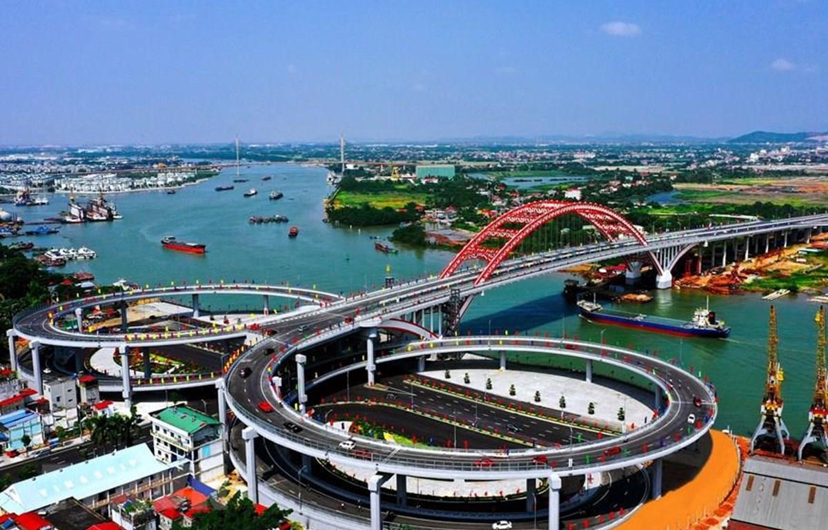 Cầu Hoàng Văn Thụ, một trong những công trình trọng điểm mang dấu ấn lớn của Hải Phòng. (Ảnh: Trọng Luân/TTXVN)