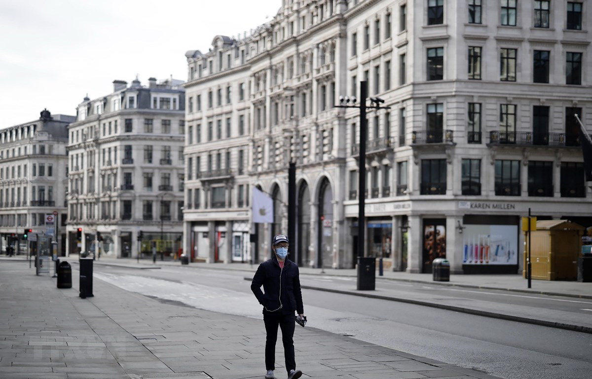 Cảnh vắng vẻ trên đường phố London, khi lệnh phong tỏa có hiệu lực nhằm ngăn dịch COVID-19 lan rộng, ngày 2/4/2020. (Ảnh: AFP/TTXVN)