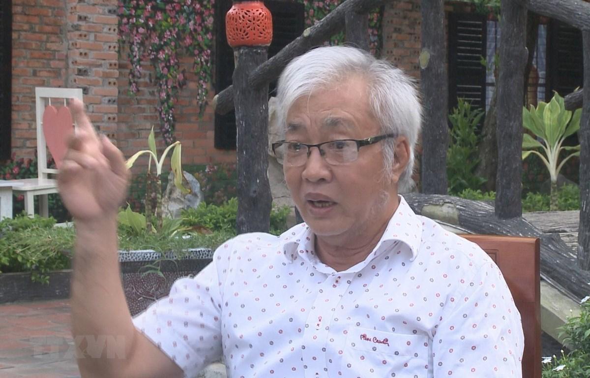 Ông Nguyễn Đức Trường kể về giai đoạn năm 1969-1971 từng làm điện báo viên của Phân xã T.10 thuộc Thông tấn xã Giải phóng. (Ảnh: Dương Chí Tưởng/TTXVN)