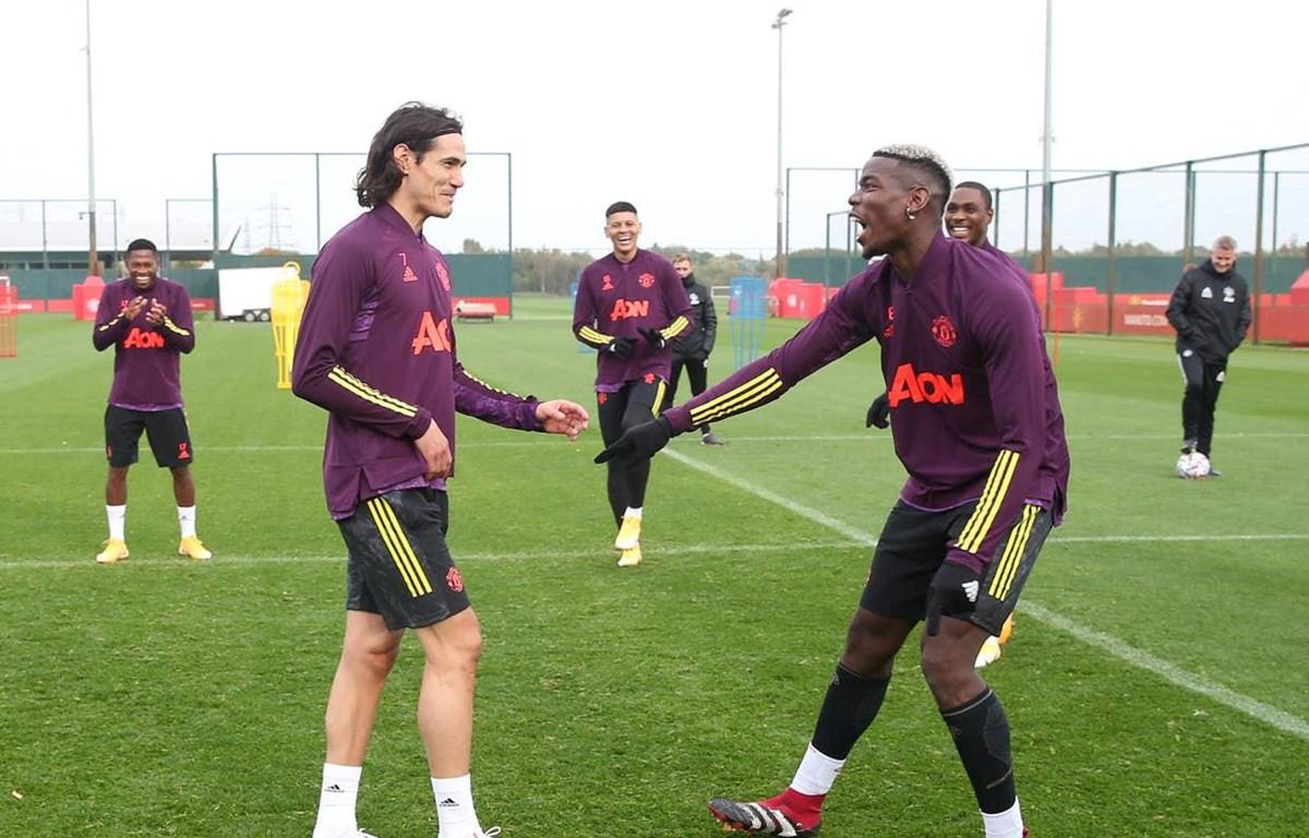 Cavani (trái) tập luyện cùng đồng đội nhưng nhiều khả năng sẽ không ra sân đấu PSG. (Nguồn: Getty Images)
