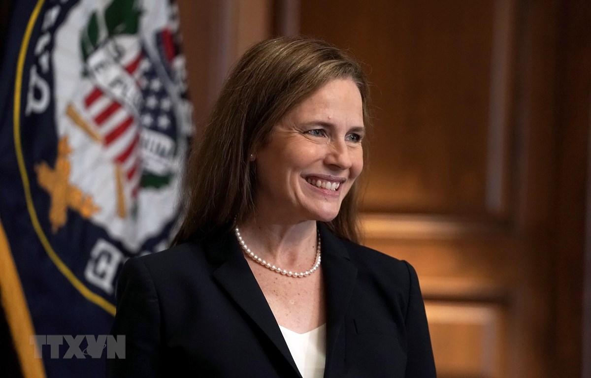 Bà Amy Coney Barrett trở thành Thẩm phán Tòa án Tối cao. (Ảnh: AFP/TTXVN)