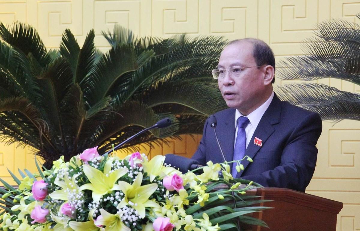 Đồng chí Bùi Đức Hinh, Chủ tịch Hội đồng nhân dân tỉnh Hòa Bình phát biểu tại kỳ họp. (Ảnh: Thanh Hải/TTXVN)