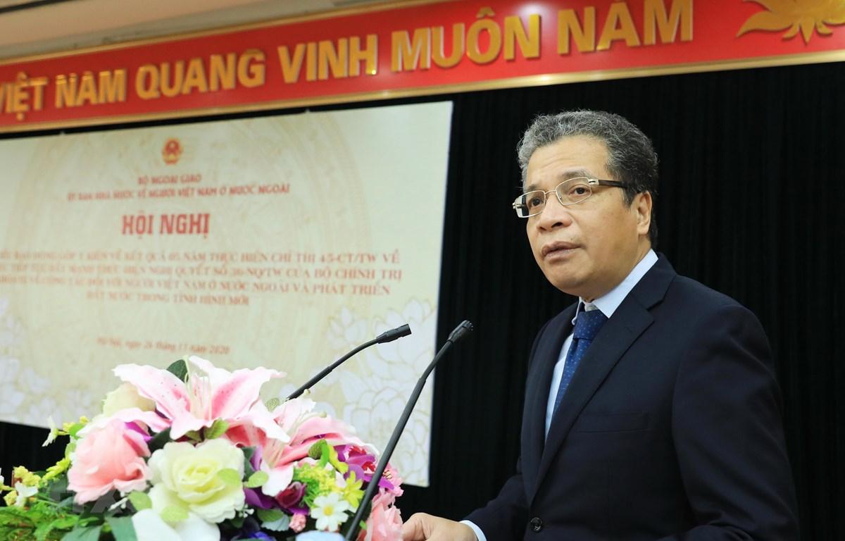 Thứ trưởng Bộ Ngoại giao Đặng Minh Khôi, Chủ nhiệm Ủy ban Nhà nước về người Việt Nam ở nước ngoài phát biểu khai mạc hội nghị. (Ảnh: Lâm Khánh/TTXVN)