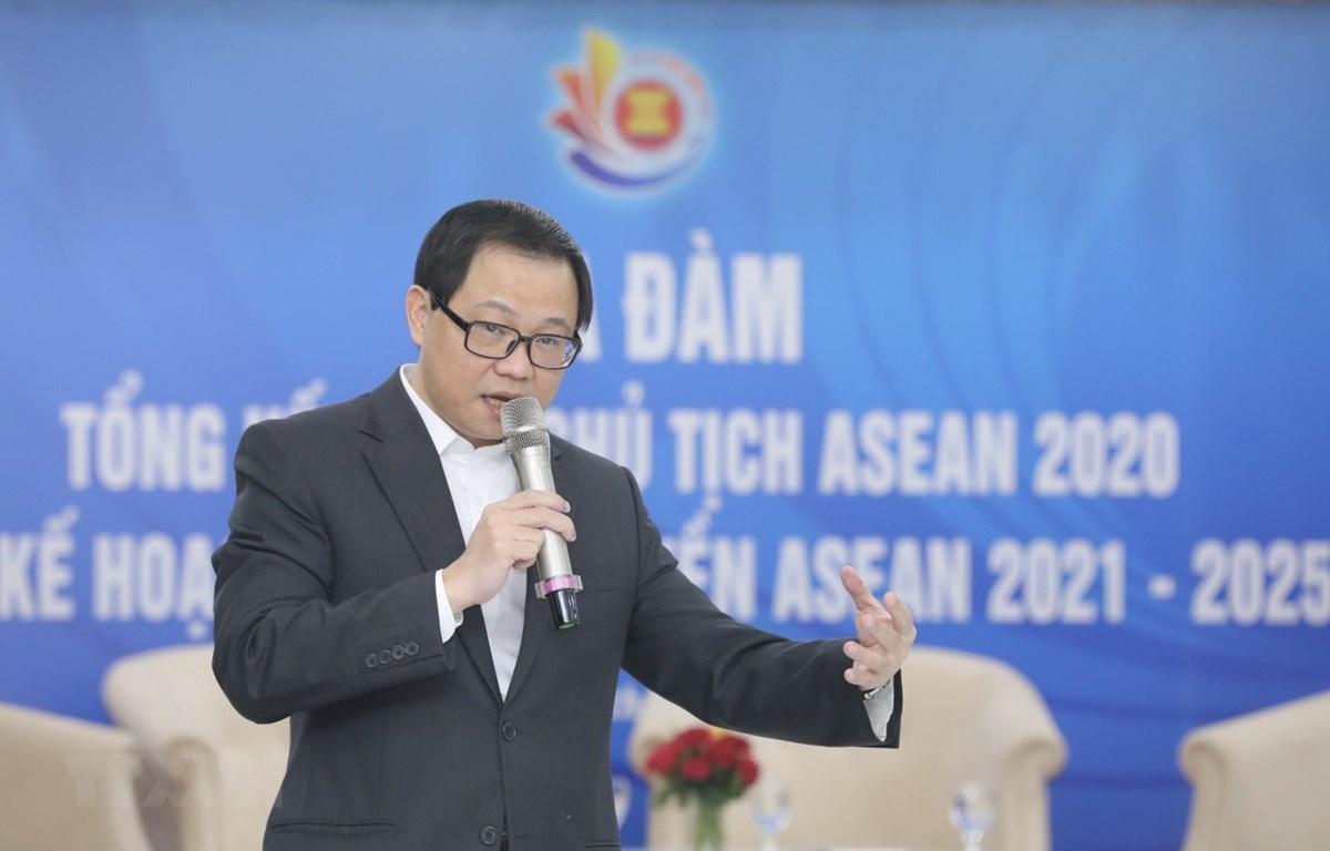Ông Triệu Minh Long, Vụ trưởng Vụ Hợp tác quốc tế (Bộ Thông tin và Truyền thông) trình bày Kế hoạch tuyên truyền ASEAN giai đoạn 2021-2025. (Ảnh: Minh Quyết/TTXVN)