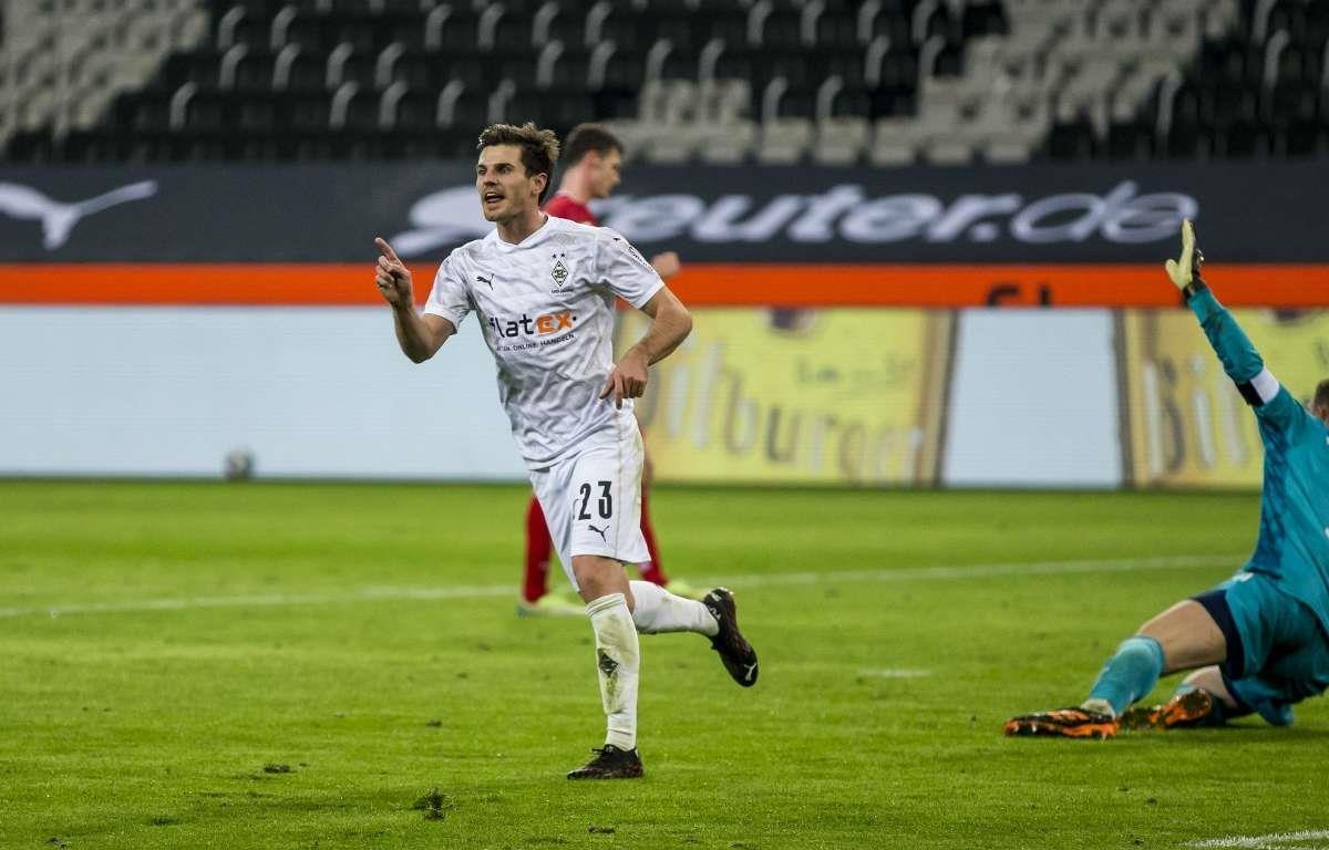 Jonas Hofmann để lại dấu giày ở cả 3 bàn thắng vào lưới Neuer. (Nguồn: Getty Images)