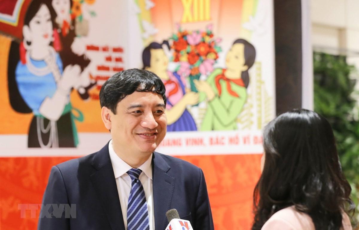 Nguyễn Đắc Vinh, Ủy viên Trung ương Đảng, Phó Chánh Văn phòng Trung ương Đảng trả lời phỏng vấn. (Ảnh: Doãn Tấn/TTXVN)