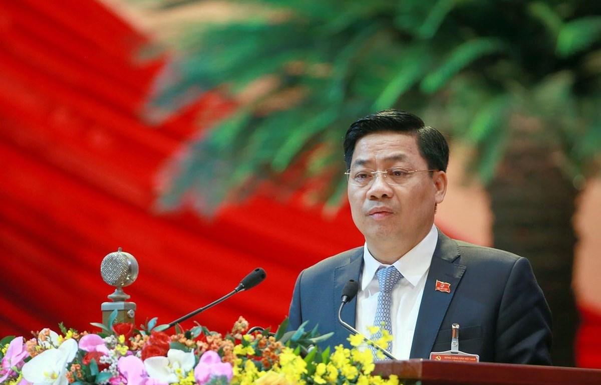 Đồng chí Dương Văn Thái, Bí thư Tỉnh uỷ, Chủ tịch Hội đồng nhân dân tỉnh Bắc Giang trình bày tham luận. (Ảnh: TTXVN)
