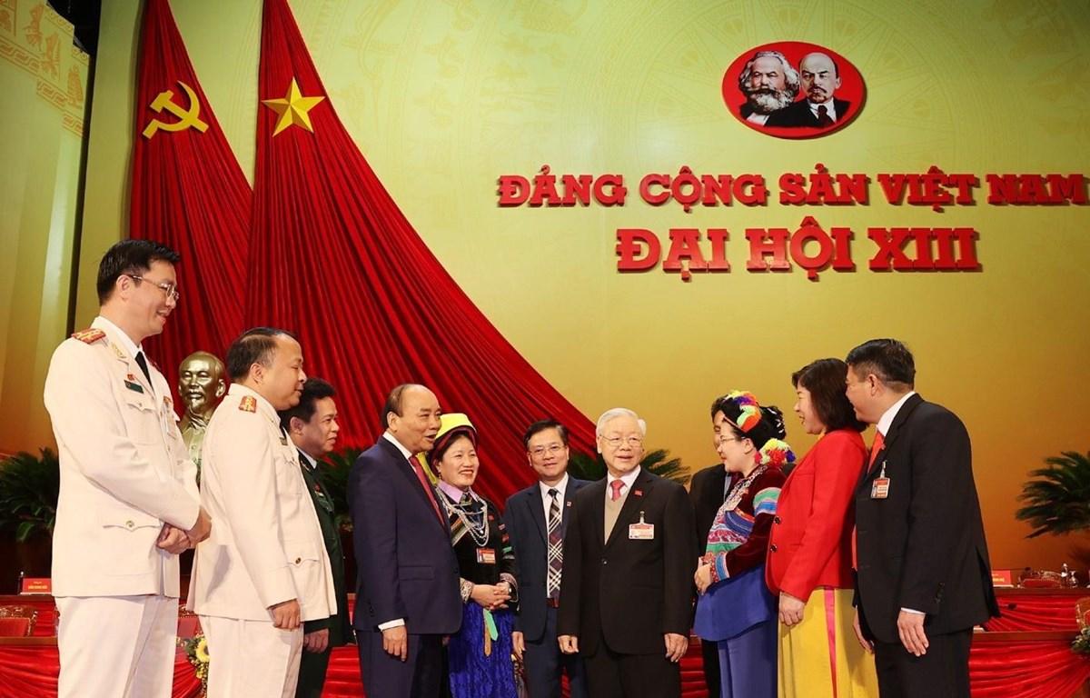 Tổng Bí thư, Chủ tịch nước Nguyễn Phú Trọng và Thủ tướng Chính phủ Nguyễn Xuân Phúc với các đại biểu. (Ảnh: TTXVN)