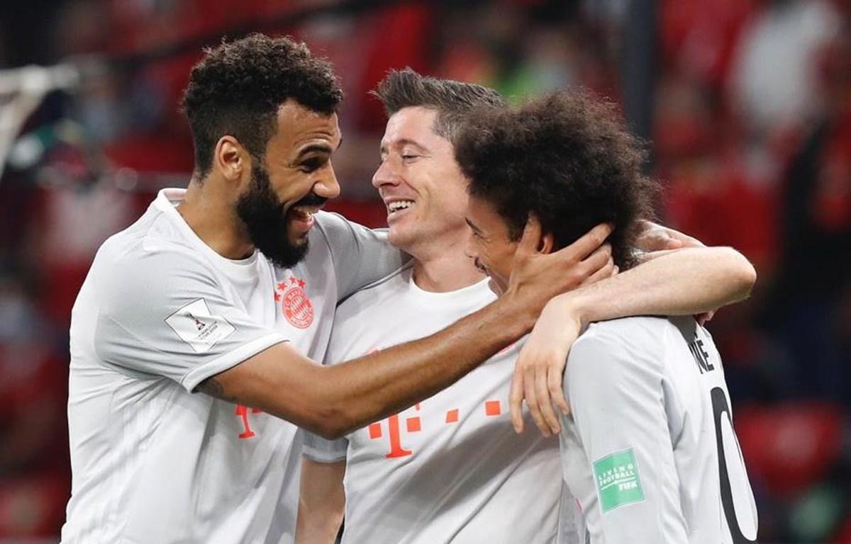 Lewandowski (giữa) lập cú đúp đưa Bayern vào chung kết. (Nguồn: