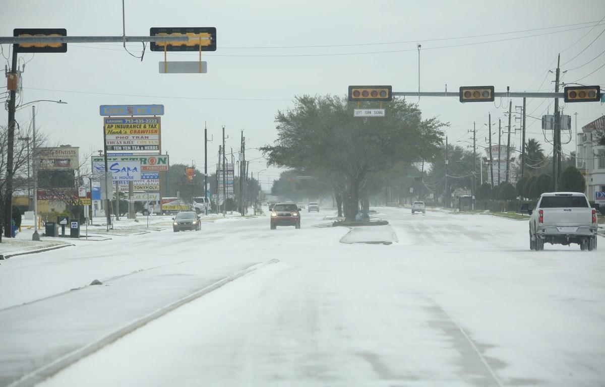 Tuyết phủ trắng xóa tại Houston, bang Texas, Mỹ ngày 15/2/2021. (Ảnh: THX/TTXVN)