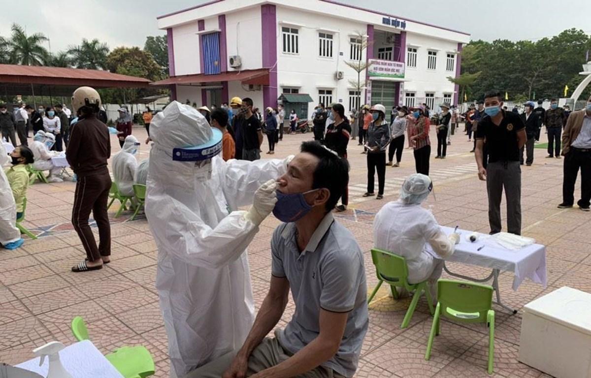 Thành phố Hải Dương dự kiến lấy khoảng 12.000 mẫu xét nghiệm SARS-CoV-2 trong ngày 24/2. (Ảnh: Mạnh Minh/TTXVN)