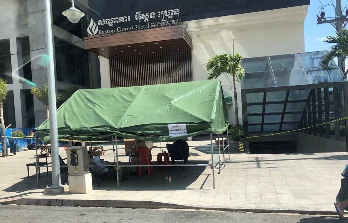 Nhiều địa điểm thành phố Sihanoukville bị phong tỏa để phòng dịch COVID-19 lây lan. (Ảnh: Trần Long/TTXVN)
