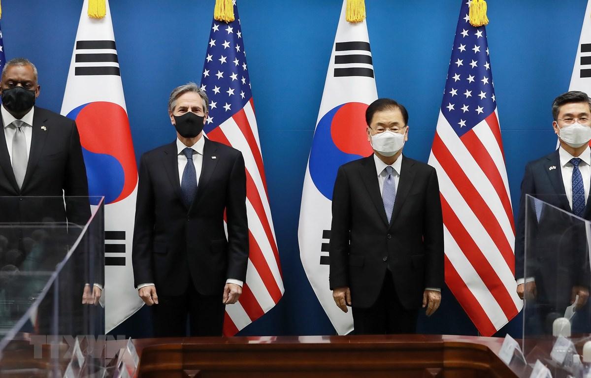 Bộ trưởng Quốc phòng Mỹ Lloyd Austin, Ngoại trưởng Mỹ Antony Blinken, Ngoại trưởng Hàn Quốc Chung Eui-yong và Bộ trưởng Quốc phòng Suh Wook trong cuộc họp báo ngày 18/3. (Ảnh: YONHAP/TTXVN)