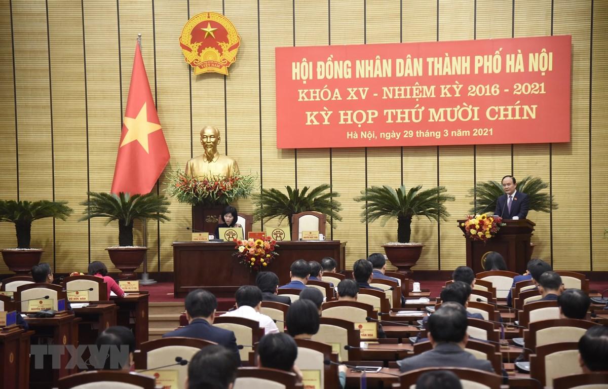 Chủ tịch Hội đồng Nhân dân thành phố Hà Nội Nguyễn Ngọc Tuấn phát biểu khai mạc kỳ họp. (Ảnh: Văn Điệp/TTXVN)
