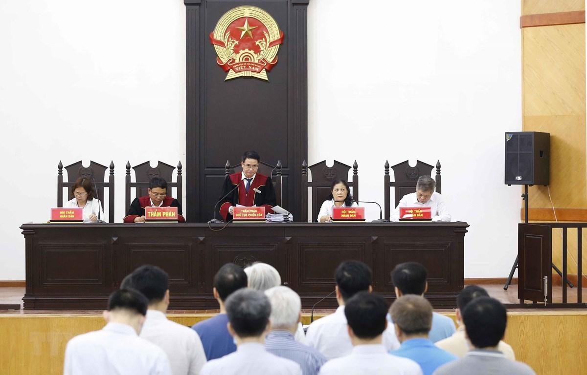 Hội đồng xét xử tuyên án các bị cáo. (Ảnh: Doãn Tấn/TTXVN)