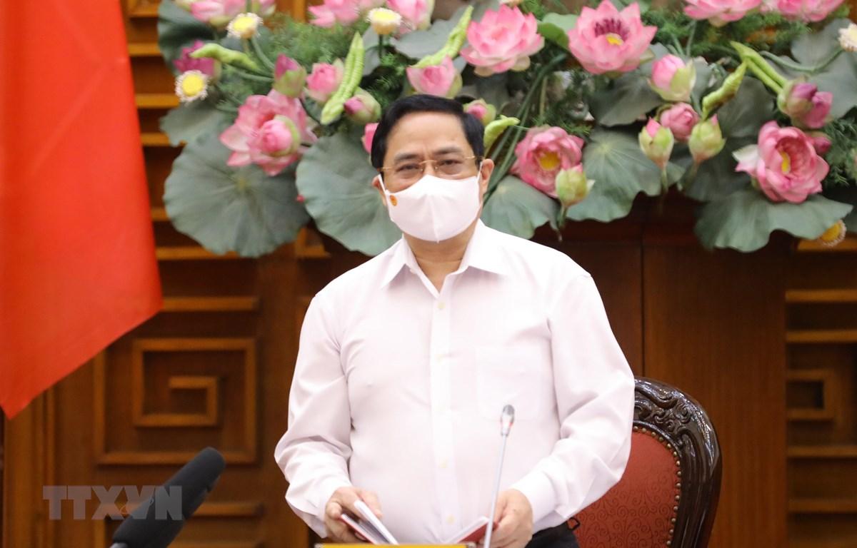 Thủ tướng Phạm Minh Chính chủ trì họp khẩn về phòng, chống COVID-19. (Ảnh: Văn Điệp/TTXVN)