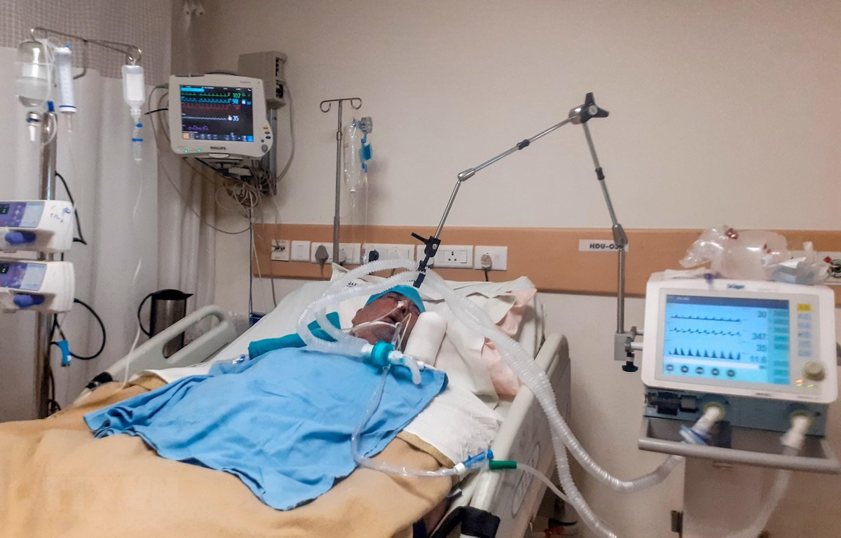 Bệnh nhân COVID-19 được điều trị tại bệnh viện ở New Delhi, Ấn Độ ngày 9/6/2020. (Ảnh: AFP/TTXVN)