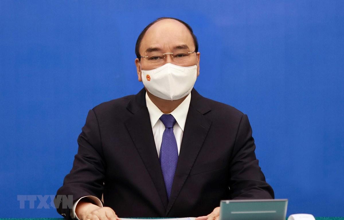 Chủ tịch nước Nguyễn Xuân Phúc điện đàm với Thủ tướng Nhật Bản Yoshihide Suga. (Ảnh: Thống Nhất/TTXVN)