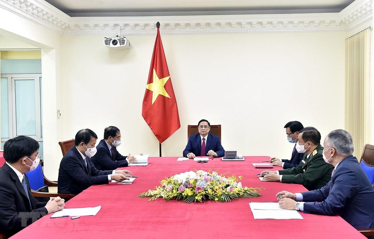 Thủ tướng Phạm Minh Chính điện đàm với Thủ tướng Quốc vụ viện Trung Quốc Lý Khắc Cường. (Ảnh: Dương Giang/TTXVN)