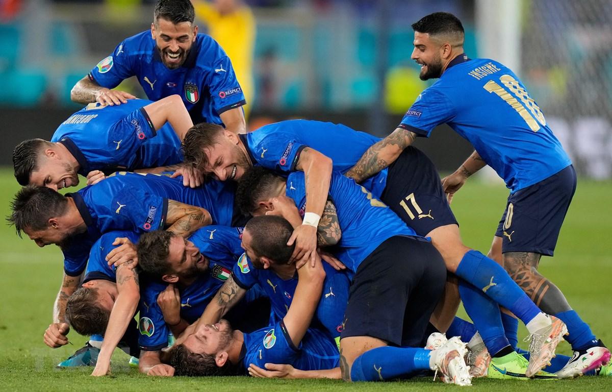 Italy sớm giành vé vào vòng 1/8 EURO 2020. (Ảnh: AFP/TTXVN)