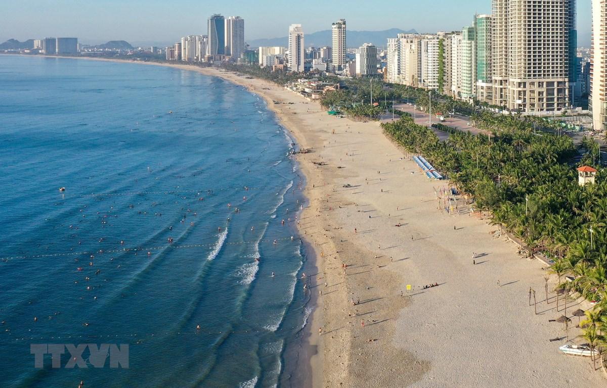 Các hoạt động tắm biển tại Đà Nẵng sẽ bị tạm dừng từ 12 giờ ngày 20/6 cho đến khi có thông báo mới. (Ảnh: Trần Lê Lâm/TTXVN)