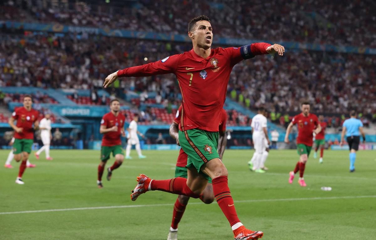 Ronaldo tỏa sáng, đưa Bồ Đào Nha vào vòng 1/8 EURO 2020. (Nguồn: AFP)