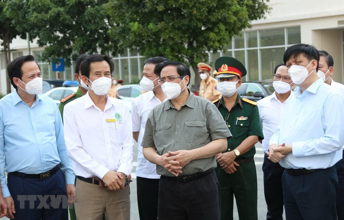 Thủ tướng Phạm Minh Chính cùng lãnh đạo Bộ, ngành Trung ương kiểm tra phòng chống dịch COVID-19 tại TP. Hồ Chí Minh. (Ảnh: Xuân Tình/TTXVN)