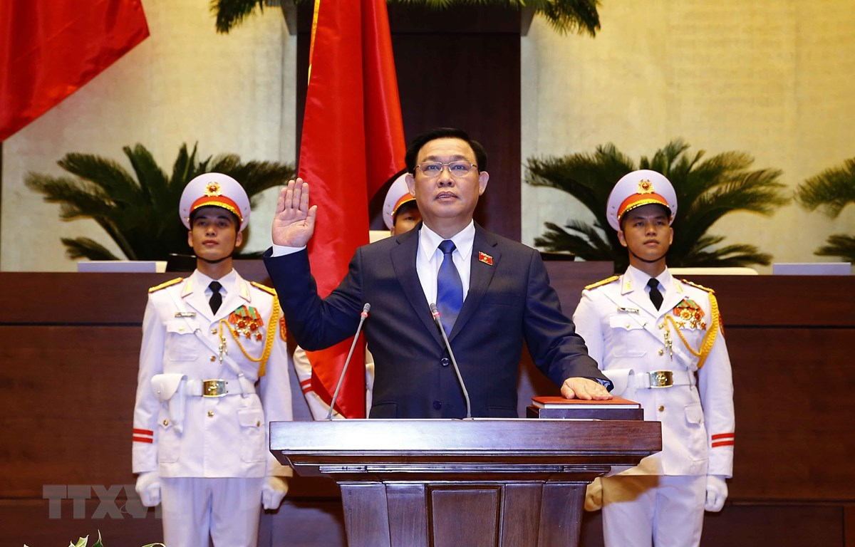 Chủ tịch Quốc hội Vương Đình Huệ tuyên thệ nhậm chức. (Ảnh: Doãn Tấn/TTXVN)