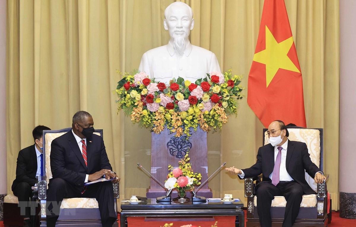 Chủ tịch nước Nguyễn Xuân Phúc tiếp Bộ trưởng Quốc phòng Hợp chúng quốc Hoa KỳLloyd Austin. (Ảnh: Thống Nhất/TTXVN)