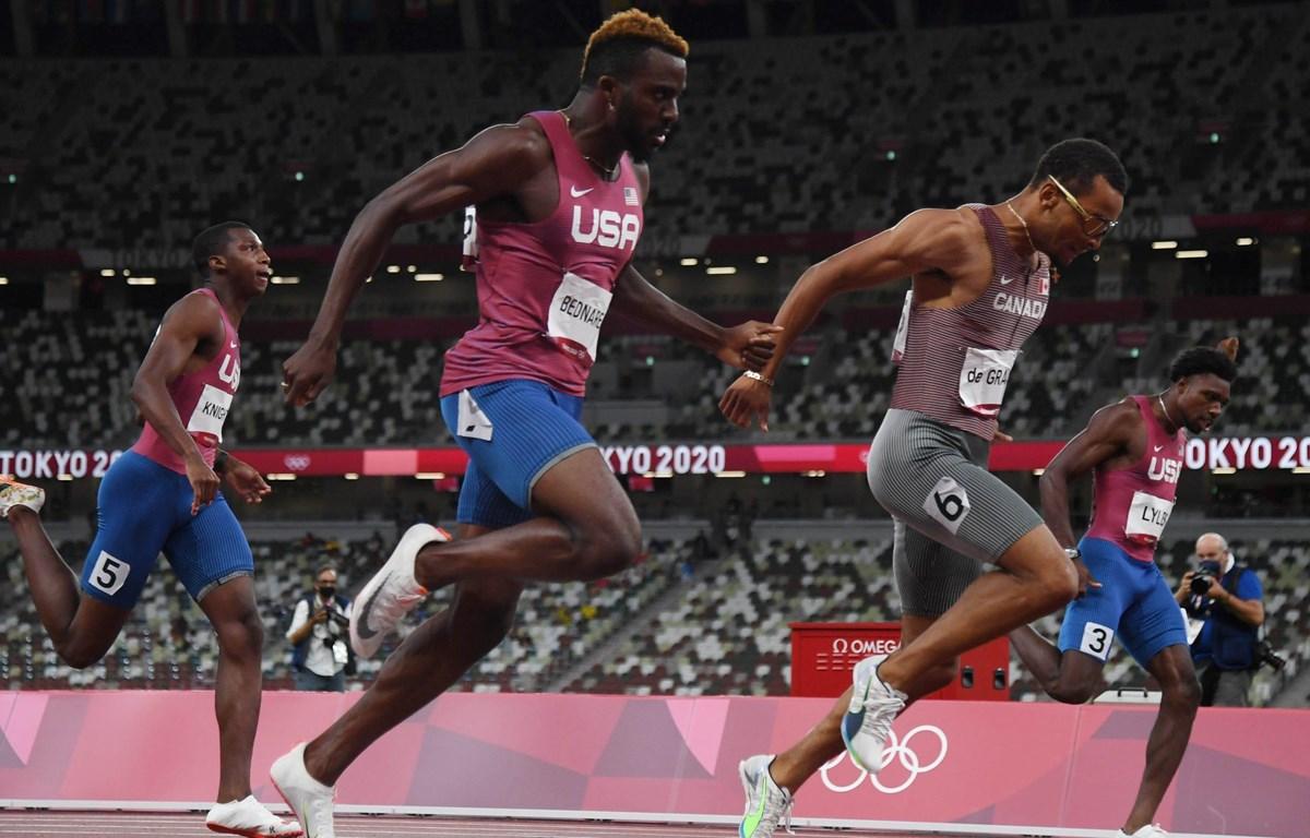 3 vận động viên Mỹ về sau đối thủ người Canada ở nội dung chạy 200m nam. (Nguồn: ustoday)